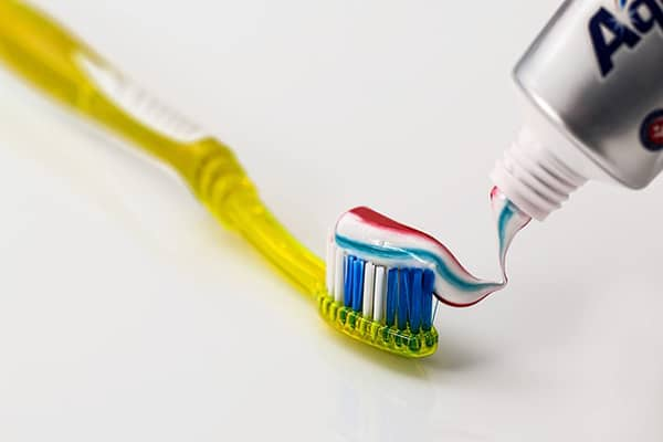 cleaning of teeth after oil pulling