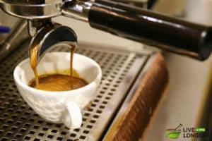 Bienfaits pour la santé du café &quot;width =&quot; 300 &quot;height =&quot; 200 &quot;data-jpibfi-description =&quot; &quot;data-jpibfi-post-excerpt =&quot; &quot; data-jpibfi-post-url = &quot;https://www.livealittlelonger.com/6-ways-to-maximize-the-health-benefits-of-coffee/&quot; data-jpibfi-post-title = &quot;6 façons de Maximiser les avantages pour la santé du café &quot;data-jpibfi-src =&quot; https://www.livealittlelonger.com/wp-content/uploads/2018/04/Coffee-Preparation-Methods-300x200.jpg &quot;/&gt; </p> <p> Différentes méthodes de préparation du café sont disponibles: les machines à café standard, par exemple, sont fabriquées en plastique: sous la chaleur intense, le plastique a tendance à s&#39;infiltrer dans le café, les substances chimiques peuvent provoquer des déséquilibres hormonaux . </p> <p> Si vous allez avec une machine à café, obtenez quelque chose de haute qualité. <a href=