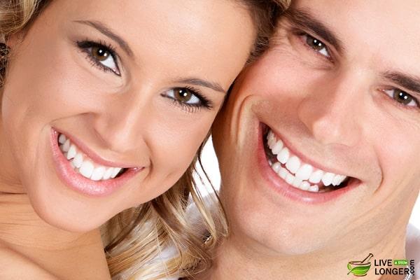 blanchir les dents rapidement &quot;width =&quot; 600 &quot;height =&quot; 400 &quot;data-jpibfi-description = &quot;&quot; données-jpibfi-post-excerpt = &quot;&quot; données-jpibfi-post-url = &quot;https://www.livealittlelonger.com/top-7-teeth-whitening-home-remedies-to-whiten-teeth- fast / &quot;data-jpibfi-post-title =&quot; Les 7 meilleurs remèdes maison pour blanchir vos dents rapidement &quot;data-jpibfi-src =&quot; https://www.livealittlelonger.com/wp-content/uploads/2018/04/whitening -your-teeth-fast.jpg &quot;/&gt; </p> <p> En faisant certains de ces remèdes, vous vous assurerez que vos dents seront blanches et fortes, vous pouvez donc ouvrir de nombreuses portes avec un sourire comme ça. </p> <h3> <strong> 1. Le tirage à l&#39;huile </strong> </h3> <p> La méthode du tirage à l&#39;huile est utilisée par les Indiens pour améliorer <strong> leur hygiène buccale <strong> et blanchir leurs dents. faire ici est de prendre l&#39;huile de noix de coco est et le swish une ou deux fois dans votre bouche. Je me débarrasse de la bactérie méchante qui peut se transformer en plaque <a href=