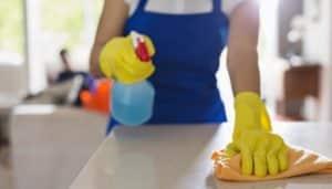 Reinigung Ihres Hauses &quot;width =&quot; 300 &quot;height =&quot; 171 &quot;daten-jpibfi-description =&quot; &quot;daten-jpibfi-nach-auszug =&quot; &quot;data-jpibfi-post-url =&quot; https://www.livealittlelonger.com/3- things-to-keep-in-mind-while-cleaning-your-house / &quot;data-jpibfi-post-title =&quot; 3 Dinge, die man bei der Hausreinigung beachten sollte data-jpibfi-src = &quot;https: // www.livealittlelonger.com/wp-content/uploads/2018/06/cleaning-your-house3-300x171.jpg&quot;&gt;&gt;</p><p>Wenn Sie ein ganzes Haus sauber machen, ist es am sinnvollsten zu beginnen Englisch: www.mjfriendship.de/en/index.php?op&#8230;27&amp;Itemid=47 Das bedeutet, dass man die Belüftungsabdeckungen, die Oberseiten der Jalousien, Staubwedel aus den Ecken der Decke wischt und dann an der Wand abarbeitet, die Wände, die Fenster, die Sockelleisten säubert und dann schließlich zu den Boden erst, nachdem Sie alle Möbel des Zimmers abgestaubt haben.</p><p>Sta Von oben zu arbeiten, ist der effizienteste Weg, um jede Reinigungsaufgabe anzugehen, und es wird Ihnen auch helfen, sich daran zu erinnern, alle schwer zugänglichen Bereiche zu reinigen, die die meisten Menschen vermissen, wie den Deckenventilator oder den Kronleuchter. Dies wiederum hilft entfernten Hausstaubmilben und den Allergenen, die Überstunden aufgebaut haben. Außerdem wird das Entfernen von Staub und Rückständen definitiv zu einem saubereren Wohngefühl führen!</p><div style=